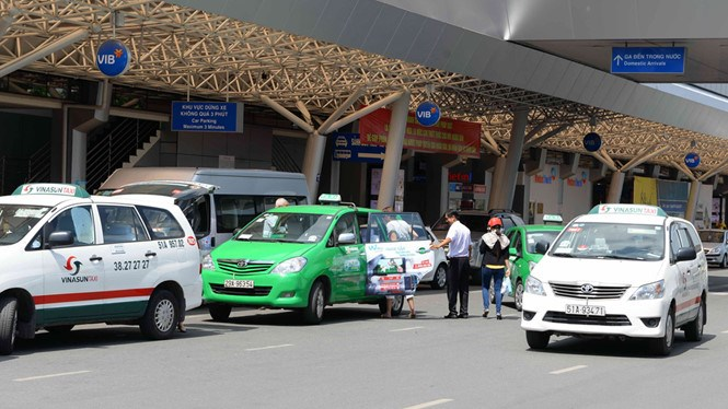A file photo shows taxis operating at Ho Chi Minh City's Tan Son Nhat Airport. Photo: Diep Duc Minh/Thanh Nien