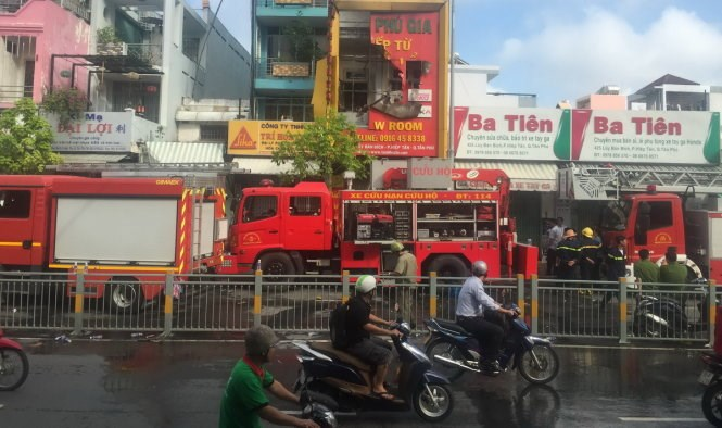 Police are investigating the fire at the housewares store on Ho Chi Minh City's Luy Ban Bich Street early Friday. Photo credit: Le Trai/Tuoi Tre