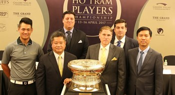 Organizers pose for a photo with the trophy of the Ho Tram Players Championship. Photo: Khanh An