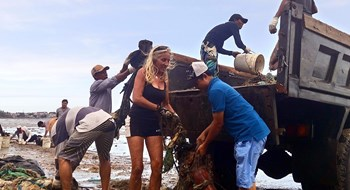 Local residents and foreigners collect trash in Mui Ne. Photo: Que Ha