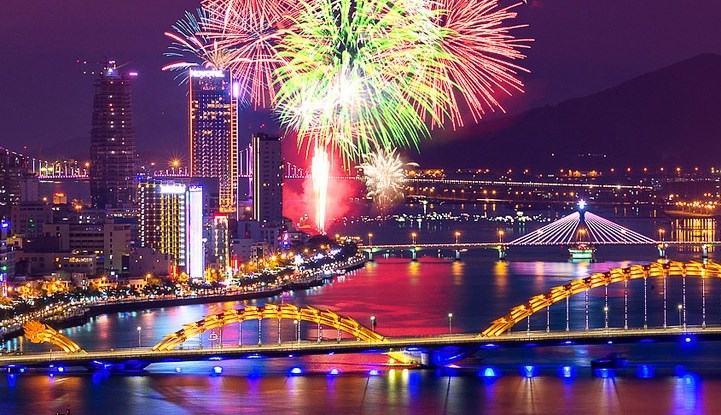 A fireworks display on the Han River in Da Nang. Photo credit: Da Nang Fireworks