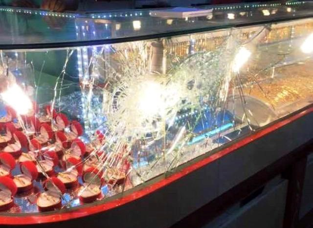 The glass cabinet was broken in the failed robbery attempt on June 28, 2016. Photo credit: VietNamNet