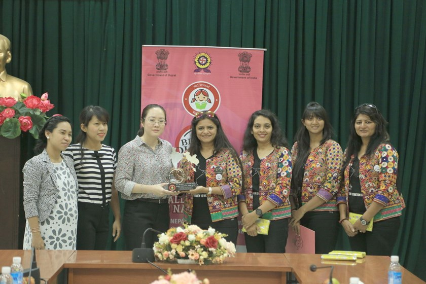 The Indian women (1st-4th from right) at a meeting with representatives of the Vietnam Women's Association in Ho Chi Minh City on June 2, 2016. Photo credit: Indian Consulate General