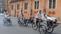 A file photo shows foreign tourists taking a cyclo tour in Ho Chi Minh City. Photo: Bach Duong/Thanh Nien