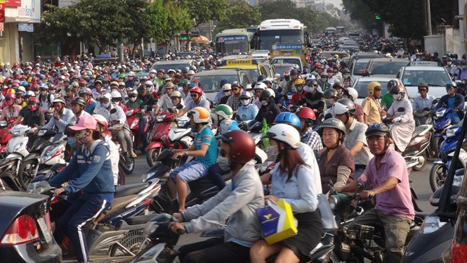 Traffic congestion on Ho Chi Minh City's Nguyen Kiem Street. Photo: An Huy