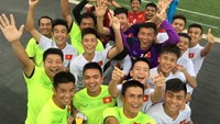 Vietnam's U-16 players celebrate their ticket to the semis at the AFF U-16 Youth Championship in Cambodia. Photo: The Anh