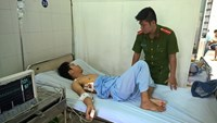Lu Van Thuong, 25, is being treated at the Le Loi Hospital in Vung Tau. Photo: Nguyen Long