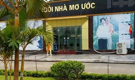 Vietnam store fined $22,500 for accepting dollars, yuan