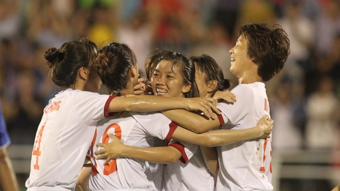 Vietnam players celebrate their win over Myanmar at the AFF Women's Championship. Photo: Kha Hoa