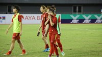 Vietnam players cry after losing to Thailand in the AFF Women's Championship final in Myanmar on Thursday. Photo: AFF