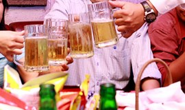 Da Nang cops propose late-night booze ban