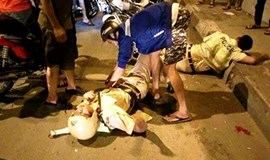 HCMC cops looking for man who kicked officers' motorbike, sent them crashing, unconscious