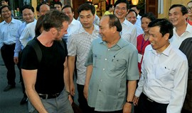 Vietnamese PM apologizes for accompanying cars' drive in Hoi An