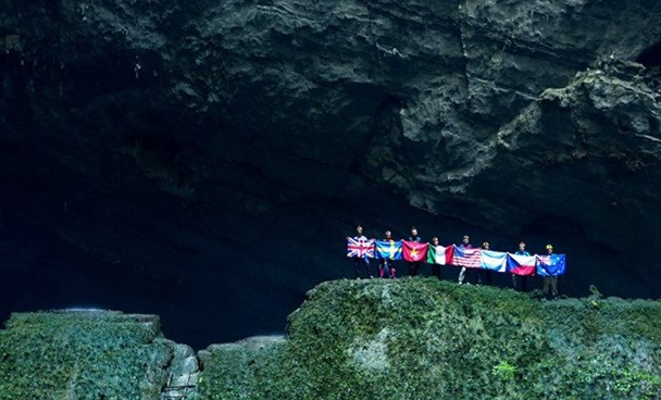 Foreign ambassadors visiting the Son Doong Cave in Quang Binh Province. Photo credit: Oxalis