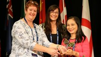 Nguyen Thi Minh Hong (R) receives the Neonatal Nurse Excellence Awards. Photo credit: Save the Children