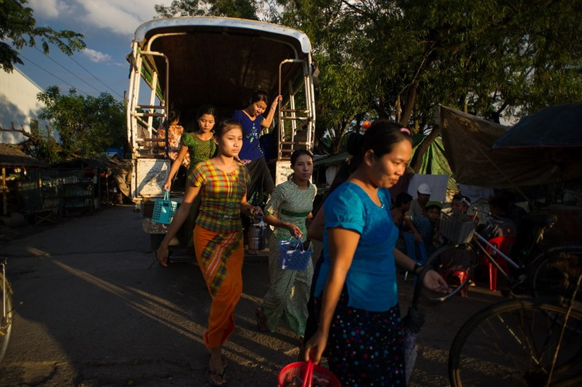 Factory workers step out of their shuttle bus as their shift ends at Hlaing Thar Yar Industrial Zone, Yangon. Photo credit: Kaung Htet/Oxfam