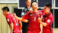 Vietnam players celebrate their victory over Guatemala at the 2016 Futsal World Cup in Columbia. Photo: Thanh Nien