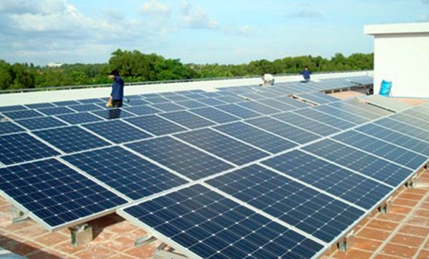 Rooftop photovoltaic panels in Vietnam. Photo: Mai Vong