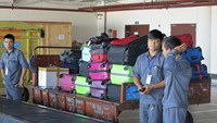 Weekly roundup: Baggage theft, foreign home ownership, Hanoi street food