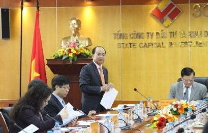 Finance Minister Dinh Tien Dung meets with leaders of the state-run investment firm SCIC in November, 2013