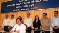 A representative of a state firm in Ho Chi Minh City signs a commitment on March 13 to complete his firm's privatization by 2015 end