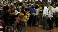 Japanese fans welcome Brazilian star Neymar