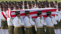 Malaysia mourns as MH17 victim remains arrive for burial
