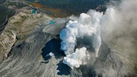 Toxic gas halts volcano search