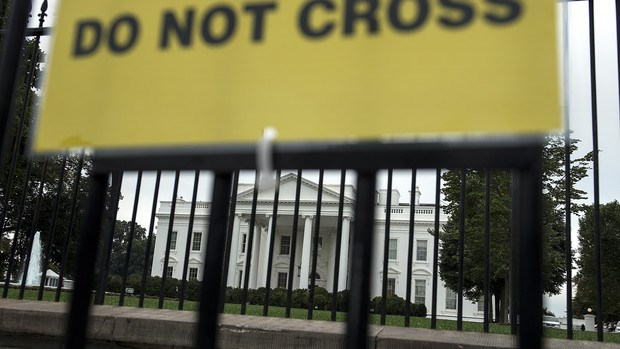 "A ""do not cross"" sign is seen on a temporary second fence in front of the White House in Washington, DC, on Sept. 29, 2014. Photo credit: AFP"