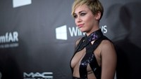 Rihanna, Miley Cyrus honor designer Tom Ford