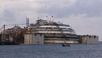 Corpse found in Costa Concordia wreck thought to be final victim
