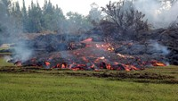 Lava continues to flow toward Hawaii's Pahoa