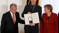 German president honours World Cup winning soccer team