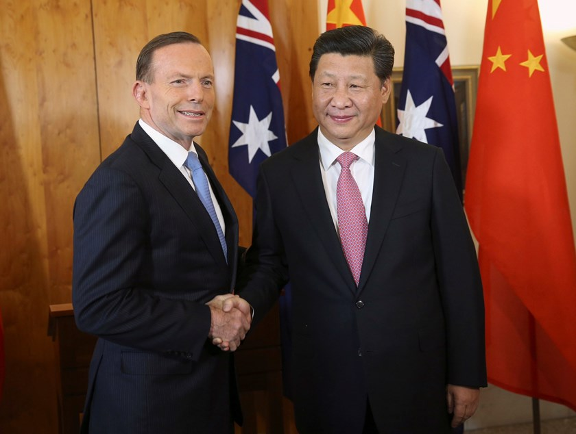 China's President Xi Jinping (R) shakes hands with Australia's Prime Minister Tony Abbott at Parliament House in Canberra November 17, 2014. REUTERS/Michael Bowers
