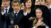 Sarkozy looks to political comeback in France