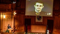 No regrets from Snowden - winner of Swedish award