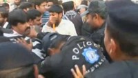 Disabled protesters beaten by Pakistani police