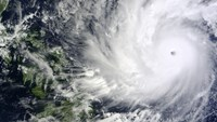 Philippines moves thousands before storm that may hit Manila
