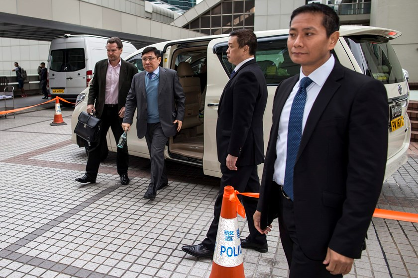 Raymond Kwok (2nd L), co-chairman of developer Sun Hung Kai Properties, gets out of his car as he arrives at the High Court in Hong Kong December 15, 2014. Brothers Thomas and Raymond Kwok, co-chairmen of Asia's largest developer, Sun Hung Kai Properties