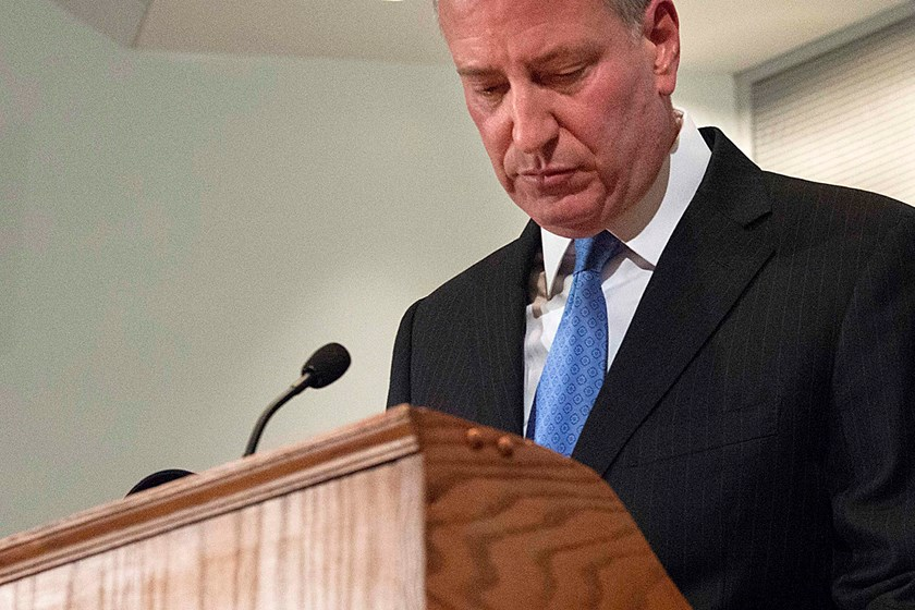 Police officers' slaying raises pressure on New York mayor