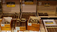 Cigar rollers in Havana thrilled with warming U.S.-Cuba policy