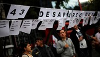 Violence marks three-month anniversary of feared Mexican student massacre