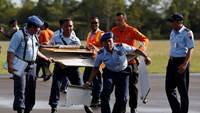 More Airasia plane wreckage found
