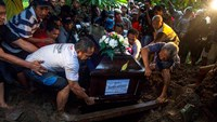 First AirAsia plane crash victim buried in Indonesia
