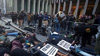 "Protesters in New York stage ""die-in"""