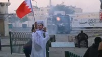 Riot police attempt to defuse clashes in Bahrain