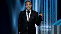 Actor George Clooney accepts the Cecile B. DeMille Award at the 72nd Golden Globe Awards in Beverly Hills, California January 11, 2015. REUTERS/Paul Drinkwater/NBC/Handout