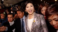 Ousted former Prime Minister Yingluck Shinawatra smiles as she arrives at Parliament before the National Legislative Assembly meeting in Bangkok January 22, 2015. Photo: Reuters/Chaiwat Subprasom