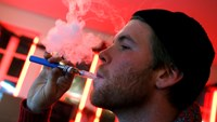 E-cigarettes in checked luggage pose fire risk, U.S. FAA says