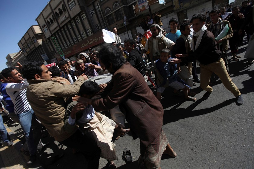 Supporters of the Houthi movement clash with anti-Houthi protesters during a rally in Sanaa January 24, 2015. Thousands of Yemenis took to the streets on Saturday in the biggest demonstration yet against the Houthi group that dominates Yemen, two days aft